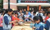 松江初中开展迎端午包粽子比赛活动