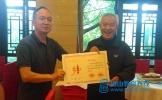 一张证书暖终身——东坡中学工会慰问退休老教师