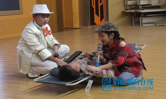 2小演员表情丰富专业.JPG