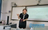东坡区苏洵小学教师黄明燕在共同体进行书法讲座