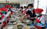 岷江东湖饭店把蛋糕制作课程搬进龙正小学课堂